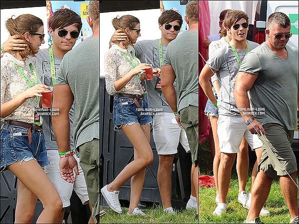 19.08.12 :  Louis T. présent au deuxième jour du « V Festival 2012 » de Londres.  C'est une deuxième fois au bras de El' que nous retrouvons Lou' au V Festiva.l Il y avait également Harry, Niall & Liam/Danielle..