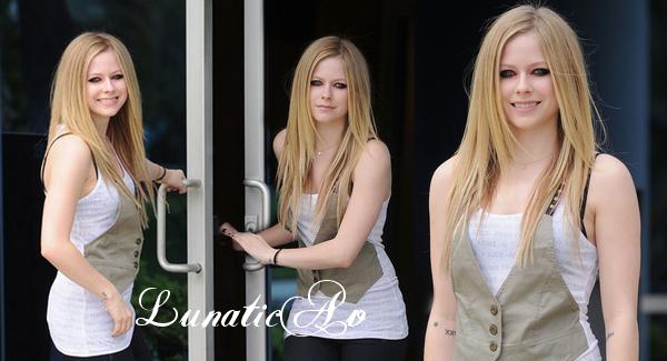 LunaticAv ton blog source sur la chanteuse canadienne Avril Lavigne !