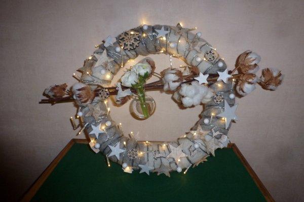 Un avant-goût des fêtes de fin d année avec une couronne lumineuse