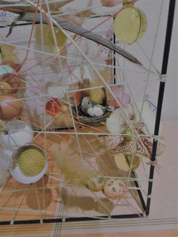 Un avant-goût de Pâques et une cage décorée de circonstance