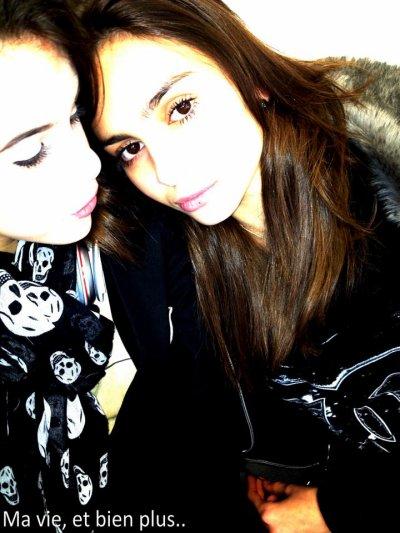 02 Mars 2012: Marina poste une photo d'elle et de sa meilleure amie Clara.