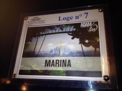 Marina poste des messages et une photo sur Facebook.