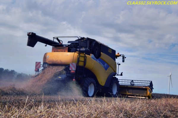 New Holland CR 9060