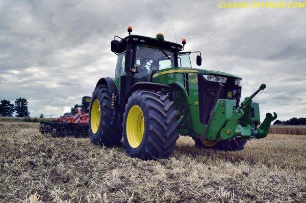 John Deere 8320 R avec Cover crops Razol zenith +RolPack