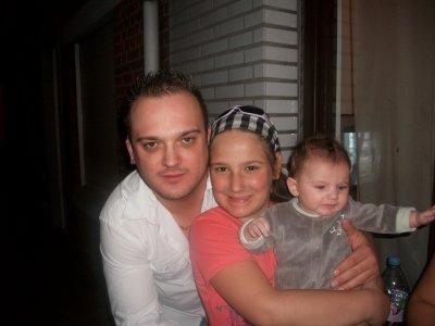mon frere  avec sa fille et son fis