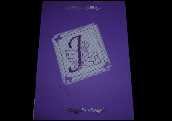 Pas beaucoup présente mais désolé je ne trouve pas le temps ... par contre je vais vous montrer la magnifique enveloppe brodée que j'ai reçu accompagnée de sa jolie carte