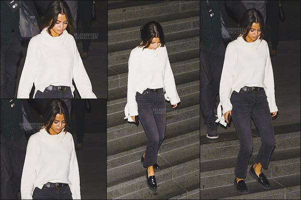 03 Novembre 2017 : Selena a été aperçus quittant le restaurant « Morton's Steakhouse » à Los Angeles.