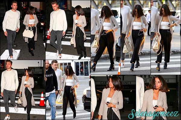 04 Novembre 2017 : Selena Gomez a été vue arrivant à la « Hillsong Church » dans Los Angeles.