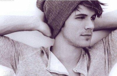 """"""" Il y a certaines choses que tu peux ni oublier, ni pardonner."""" - Liam, 90210"""