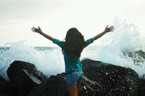 La vie peut etre si difficile a certains moments mais les combats a travers la douleur en valent la peine . Je prefere ressentir toutes les emotions qu'en ressentir aucunes.