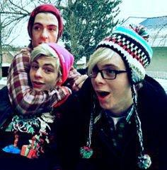 Rocky, Ross and Riker (avec des lunettes)