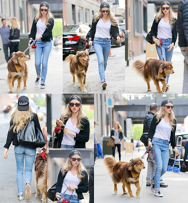 15 Juin 2015:  Amanda a été vu en compagnie d'un ami au parc Washington Square à NY.