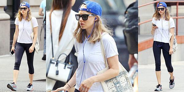 1er Septembre 2015:  Amanda a été aperçue, seule, dans les rues de New York.