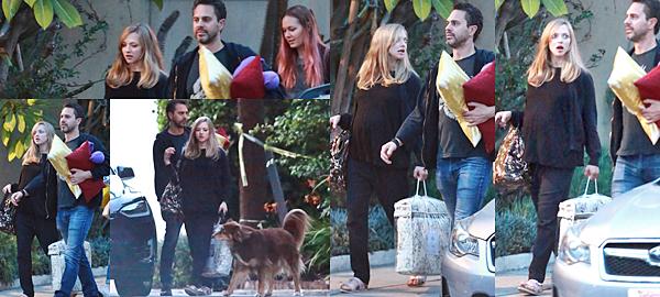 Le 18 Mars 2017 • Amanda a été vue avec Thomas et une amie se rendant à une soirée privée.