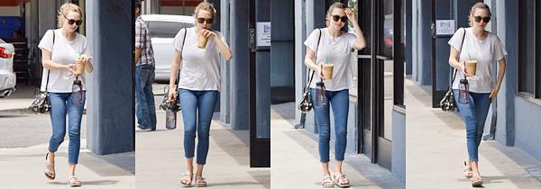8 Mai 2017:  Amanda a été vue, après sa séance de sport, avec un café à la main.