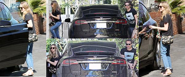19 Mai 2017:  Amanda Seyfried a été vue allant chercher sa voiture dans un garage.