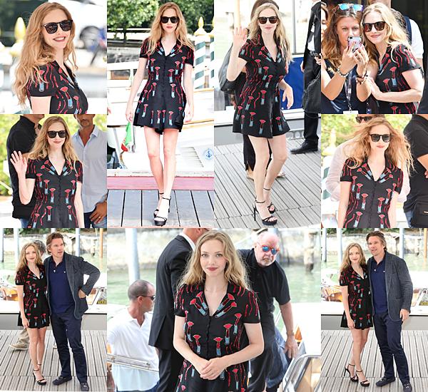 """31 Août 2017 :  Amanda a participé à une conférence de presse pour promouvoir """"First Reformed"""" lors du Festival de Venise. Elle portait une signée Valentino."""