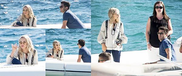 Le 9 Octobre 2017 Amanda a été vue sur un bateau en compagnie de son co-star mais aussi ex petit ami, Dominic Cooper. Ils se rendaient sur le tournage de Mamma Mia 2 !