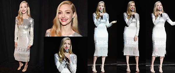 Le 23 Avril 2018 :  • Amanda était présente au Cinéma Con à Las Vegas. Elle portait une robe argenté signée Prabal Gurung.