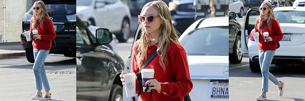 6 Mars 2020 : •Amanda a été vue s'arrêtant dans un petit café pour manger un morceau avant de continuer ses courses à Los Angeles.