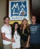 . » Rattrapage.   Le couple, actuellement en vacances à Hawaii ont été photographiés aux côtés de Keva Kivers et d'un ami au restaurant Mala Wailea. .    Fanny. .