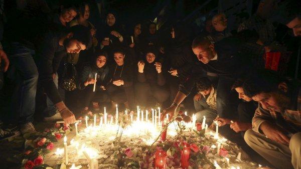 JE COMENCE CETTE NOUVELLE ANNÉE 2016 EN RENDANT HOMMAGE AUX TERRIBLE ATTENTATS A PARIS EN FRANCE DU 13 NOVEMBRE 2015
