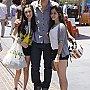 Keegan Allen posant avec ses fans à L.A.