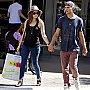 Lucy Hale et Christopher Zylka font du shopping à L.A.