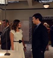 Look d'Aria dans l'épisode 8: un look girly pour un rendez-vous romantique