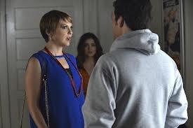 Spoilers: qui joue Maggie, la petite amie de lycée d'Ezra ?!