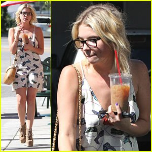 Ashley Benson aperçue à Los Angeles
