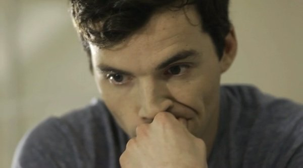 Ian Harding dans le court-métrage «CHRISTMAS WITHOUT YOU»