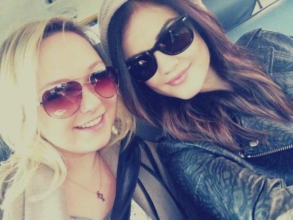 Lucy Hale et une amie ! ❤