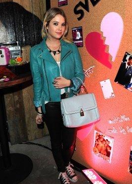 Ashley Benson de sortie pour célébrer la Saint-Valentin