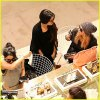 Ashley Benson, Vanessa Hudgens et Selena Gomez faisant du shopping à Paris !