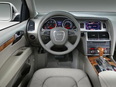 tableau de bord du siege conducteur de la 4x4 audi q7 les meilleur du tuning est des vehicule. Black Bedroom Furniture Sets. Home Design Ideas