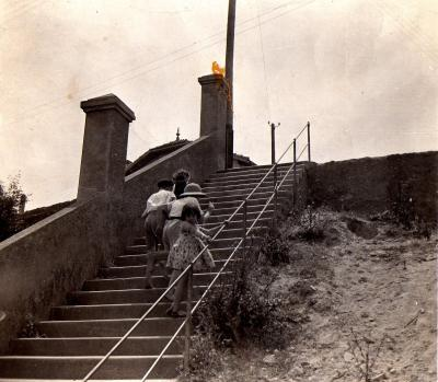 Les escaliers du Clos en 1945.