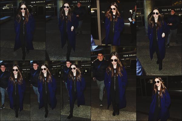 - -• 11/02/19-' : Retour sur le sol américain pour Lily Collins, qui a été photographiée à l'aéroport « LAX » de Los Angeles.    Cachée derrière ses lunettes de soleil, Lily était de retour de son périple londonien. J'aime beaucoup la couleur de sa veste, Lily serait-elle accro au bleu ?  -