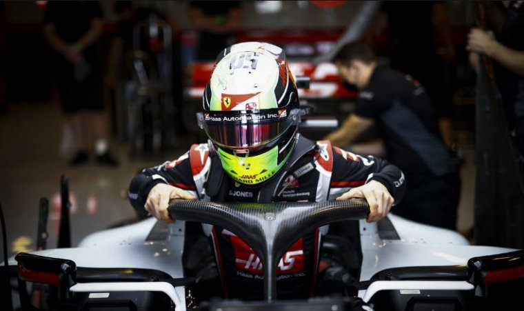 Mick Schumacher va-t-il connaître une première saison compliquée en Formule 1 ? C'est ce à quoi s'attend Ferrari, dont il est le protégé.
