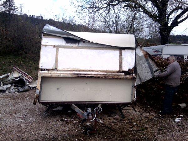 voila la caravane  qu'ont a deferer avec mon pere mon grand pere