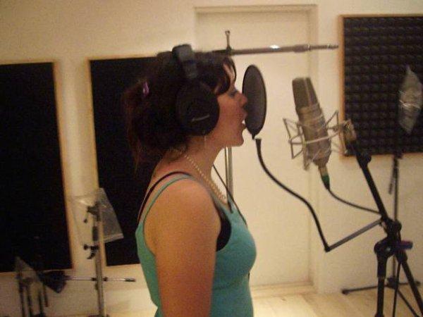 En marche, pour écouter chanter Isabelle Alexandra !