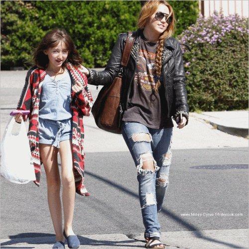 11 avril 2011 : Miley et sa soeur Noah allant dejeuner à Sharky's. TOP !