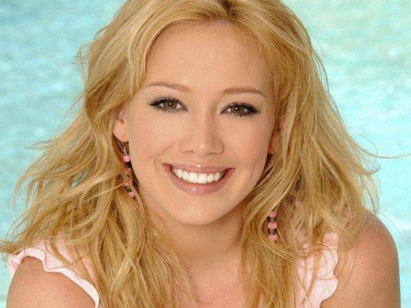 Cute And Beautiful Hilary Duff - SchoolandUniversity.com