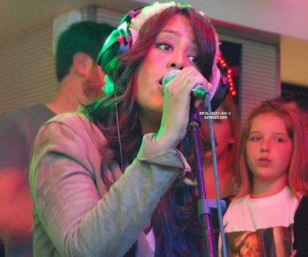 """17-10-2011 Amel Bent chante en live son nouveau single """"Je Reste""""chez Cauet  """"C'Cauet sur Nrj"""""""
