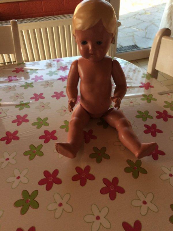 Pourrez-vous me donner quelques renseignement sur cette poupée que j ai reçu sur  son cou il est écrit tortue 38 41 merci