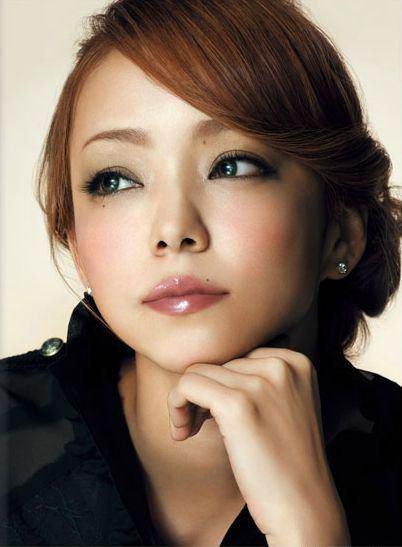 3ème BONUS spéciaaaaaaal: Namie Amuro Feat Hatsuen Miku, B WHO I WANT 2 B