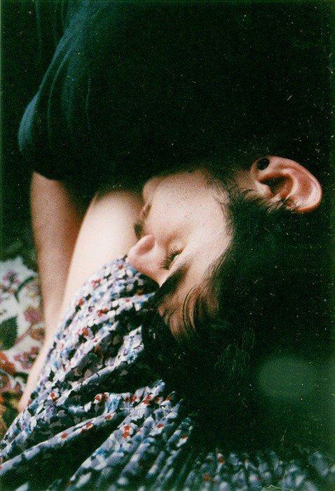 J'en étais malade de ton odeur. Partout où j'allais j'avais l'impression que tu étais avec moi, derrière moi, collé à mon corps, à mon coeur..