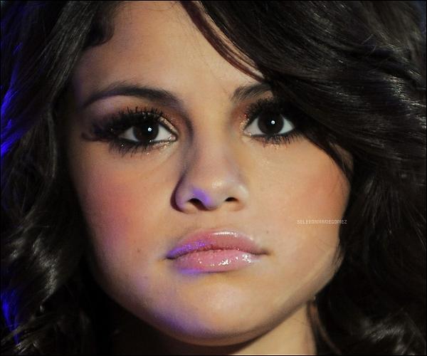 01.01.2012 Selena fête le nouvel an