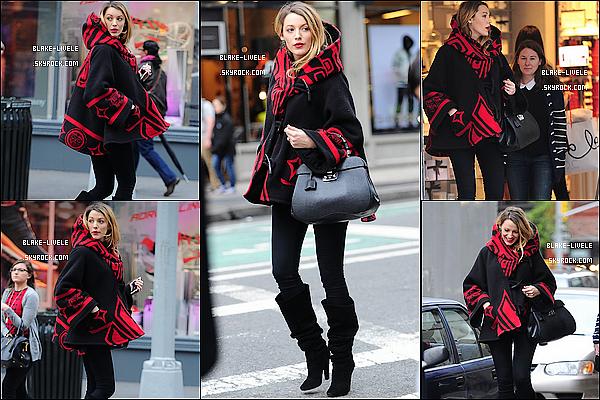 - 03/11/2014 :  Blake Lively était accompagnée d'une amie dans les rues de New York pour y faire les boutiques. -