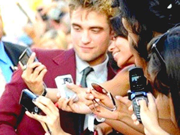 Robert Pattinson à son arrivée à LAX - 25.10.2012